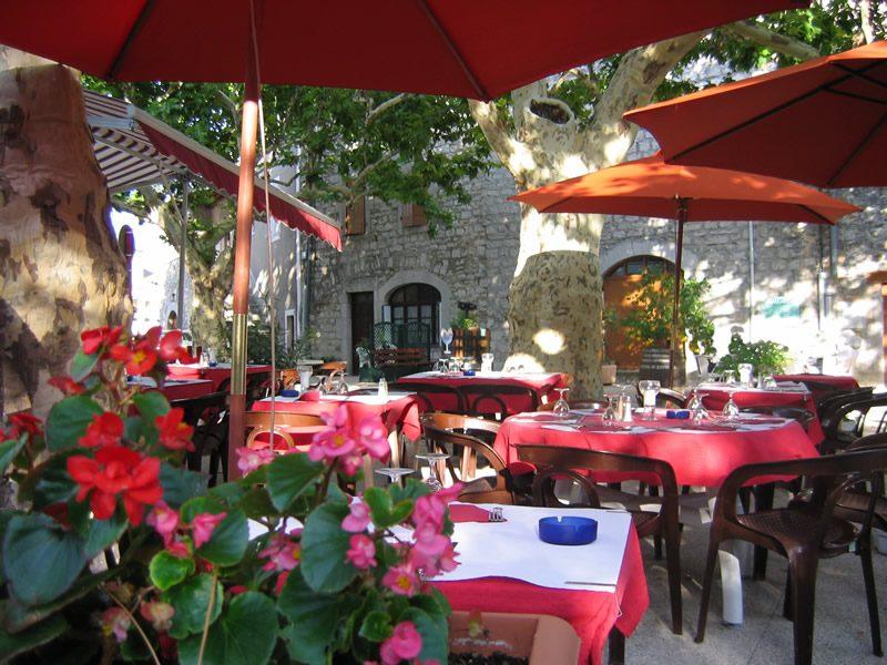 terrasse-restaurant-mur.jpg
