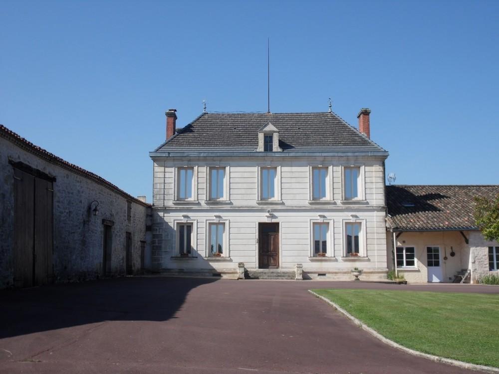 Front of Le Manoir 25.jpg