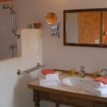 salle de bain chambre cigale.JPG