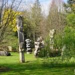 LES TOTEMS  du Gîte du Jardin de pierre Pléhédel-.JPG